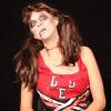 Videoanleitung Halloween schminken Highschool Zombie weiblich mit farbigen Kontaktlinsen
