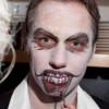 Eine Fratze für Halloween schminken – Schminkanleitung