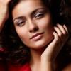 Eckige Gesichtszüge weicher schminken & passende Frisuren