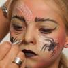 Spinnenfrau schminken – Schminkanleitung und Kostüm selber machen